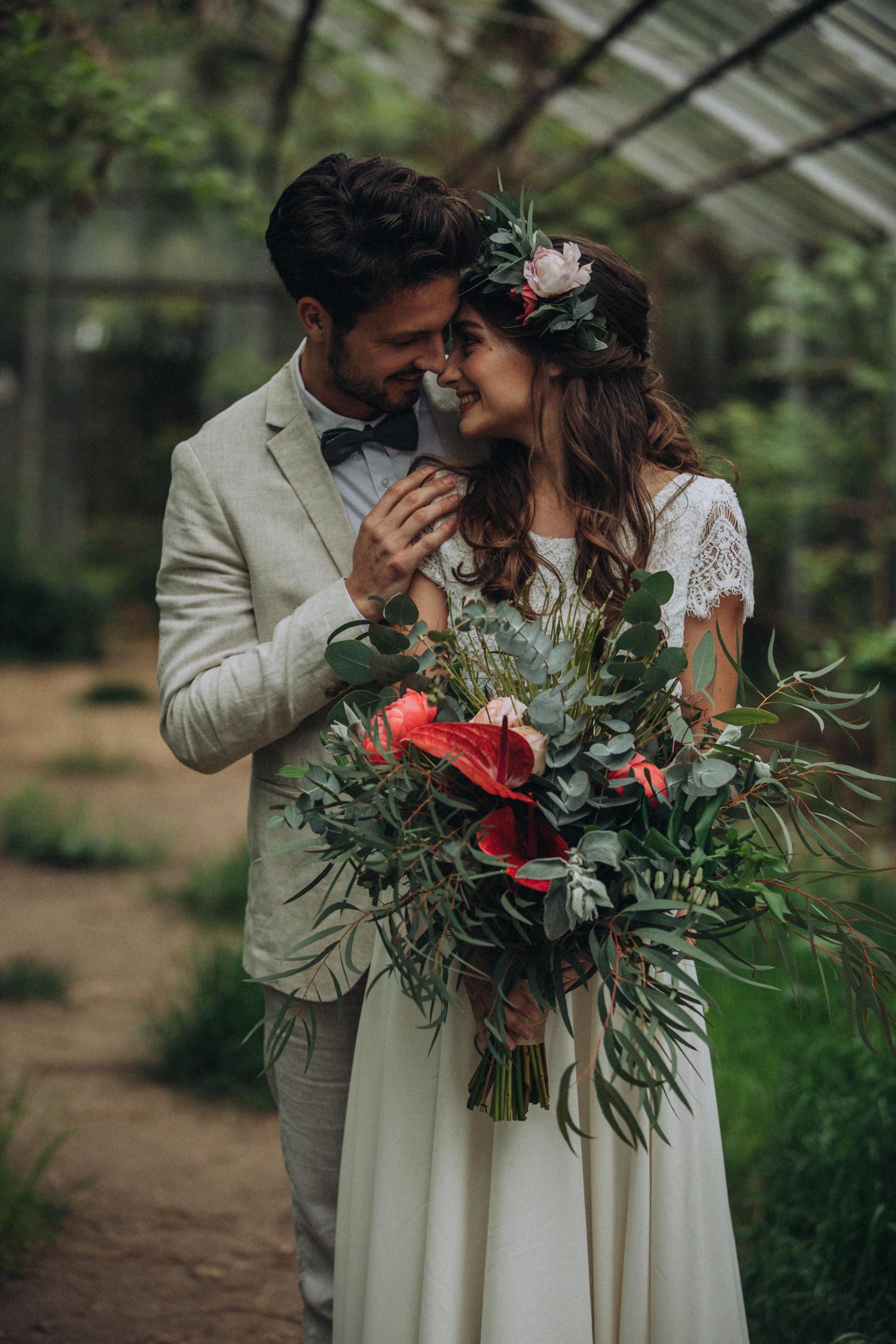 Hochzeitsstrauß und Haarkranz von Blütenträume aus Köln